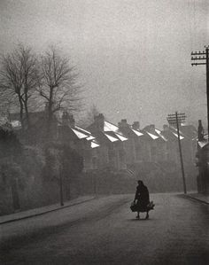 Carl Mydans - Fog Coming in, Swansea, Wales, 1954