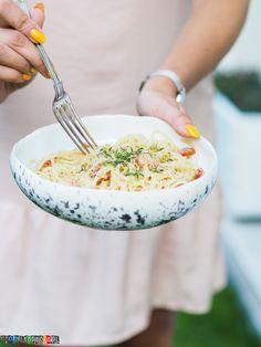 Przepis na klasyczny włoski makaron carbonara, klasyczny włoski bez śmietany z jajecznym sosem. Zapraszam po przepis. Spaghetti, Risotto, Cooking, Ethnic Recipes, Food, Kitchen, Essen, Meals, Yemek
