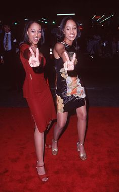 Tia and Tamera Mowry Best Style- Essence Pretty Black Girls, Black Is Beautiful, Sisters Tv Show, Fashion Tv, Fashion Outfits, Trendy Outfits, Tia And Tamera Mowry, 90s Inspired Outfits, Early 2000s Fashion
