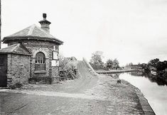 Toll House  Bentley Bridge 1950 Wednesfield Birmingham Canal, Canal Barge, Wille, Toll House, Water Powers, Wolverhampton, West Midlands, Past, England