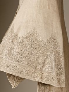 LACMA Traveling Jacket Embroidered in India for the England market, circa 1865 Costumes Cashmere, silk, embroidered Center back length: 28 3/4 in. (73.025 cm)