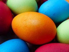 Velikonočna jajca - naravno barvanje pirhov in igre z njimi - Za starše Speech Language Pathology, Speech And Language, Speech Therapy, Happy Easter, Saving Ideas, Therapy Ideas, Egg, Presentation, Posts