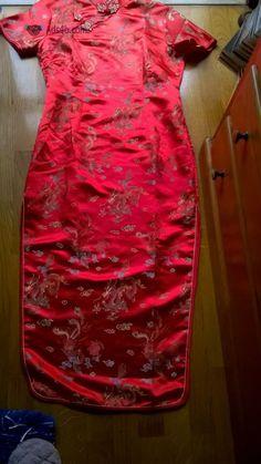 Kimono / Vestido Chinês- PORTES GRÁTIS Vendo Kimono / Vestido Chinês Cor: Vermelho Tamanho: M 100% Seda O vestido aperta com molas e fecho. Em bom estado. Envio por correio normal. Possibili...