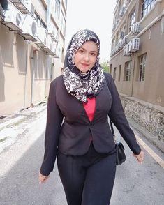 No more fake account 💯 ( Ashley Graham Style, Hijab Jeans, Muslim Hijab, Girl Hijab, Beautiful Hijab, Beauty Full Girl, Sexy Asian Girls, Asian Beauty, Amazing Women