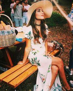 I remember seeing Hayat in this dress. Turkish Fashion, Turkish Beauty, Asian Fashion, Look Fashion, Beautiful Celebrities, Most Beautiful Women, Beautiful Actresses, Fashion Idol, Foto Instagram