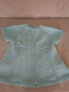 Zippered Baby Vest Making Kadriye Easy Knitting Patterns, Knitting For Kids, Crochet For Kids, Baby Knitting, Knit Baby Dress, Knitted Baby Cardigan, Knitted Baby Clothes, Baby Knits, Cardigan Bebe