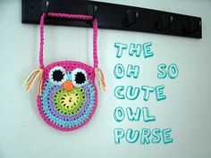 Free Crochet Owl Purse Pattern by Mama G on Mama G's Big Crafty Blog - THANK YOU MAMA G!  Love my owls. :D  They make me feel like Athena ... sorta.  Plus they're just awesome.