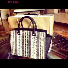 Michael Kors Handbags Outlet just need $76.88 on this website http://michaekkordd.blogspot.com/