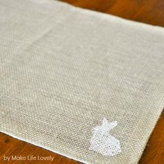 Make Life Lovely: Easter Bunny Burlap Placemats Easter Placemats, Bunny Party, Burlap Projects, Easter Crafts, Easter Bunny, Texture, Sewing, How To Make, Diy
