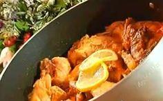 CONIGLIO IN AGRODOLCE  è un secondo piatto tipicamente siciliano che viene cucinato con una salsa di pomodori pelati o pomodorini in scatola e patate e irrorato con succo di limone e zucchero.