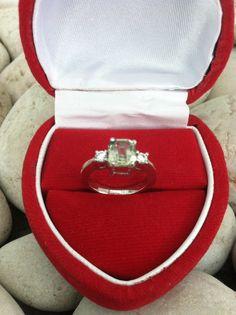 cincin emas putih batu sapphire