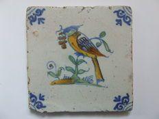 Antieke tegel met een Pestvogel. (Zeldzaam)