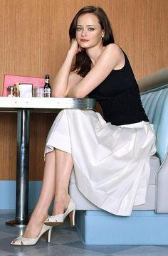Alexis Bledel - what a gorgeous skirt!!