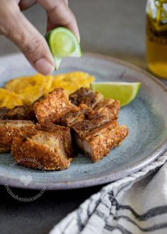 Chicharrón de Cerdo Recipe (Dominican Pork Crackling): one of our national guilty pleasures, few can resist this flavorful dish. Comida Latina, Pork Recipes, Mexican Food Recipes, Cooking Recipes, Spanish Dishes, Spanish Food, Porto Rico, Colombian Food, Island Food