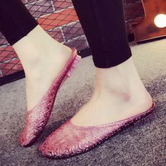 여름 목욕탕 슬리퍼 크리스탈 젤리 신발 가정용 홈 인테리어 Baotou 플라스틱 고무 비 슬립 멋진 슬리퍼 Stiletto Heels, Shoes Heels, Girls Dpz, Eyewear, Boards, Shoe Bag, Women, Fashion, Planks