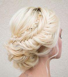 platinum blonde haired bride with intrinsic hair bun design