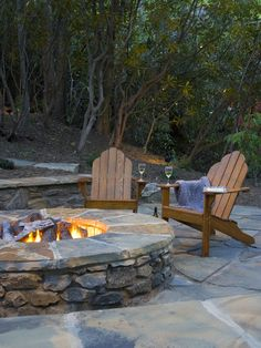 Outdoor fire pit ideas are always sure to a fun relaxing experience outdoors at night. While some use an open fire for roasting marshmallows and hot dogs, Fun Outdoor Fire Pit Ideas Fire Pit Seating, Diy Fire Pit, Fire Pit Backyard, Backyard Patio, Backyard Landscaping, Seating Areas, Backyard Seating, Backyard Privacy, Backyard Retreat