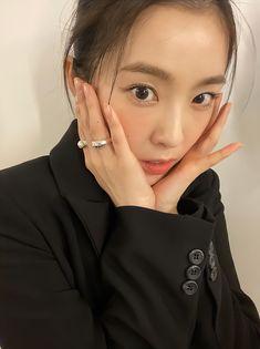 South Korean Girls, Korean Girl Groups, Selfies, Pearl Earrings, Hoop Earrings, Kim Yerim, Red Velvet Irene, Velvet Fashion, Kpop