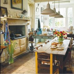 14 farmhouse kitchen design ideas brimming with character Quirky Kitchen, Vintage Kitchen, New Kitchen, Kitchen Dining, Kitchen Decor, Kitchen Ideas, Dining Table, Kitchen Trends, Farmhouse Style Kitchen