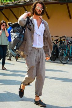How to Wear a Beige Suit looks & outfits) Linen Suits For Men, Beige Suits, Costume Beige, Mode Masculine Vintage, Costume En Lin, Boho Outfits, Fashion Outfits, Madrid, Summer Suits