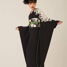 """中目黒の着物屋カプキ、""""生涯着られる""""振袖「ゆえん」を発表 Yukata Kimono, Kimono Fabric, Kimono Dress, Modern Kimono, Couture Outfits, Japanese Outfits, Japanese Kimono, Japan Fashion, Kimono Fashion"""