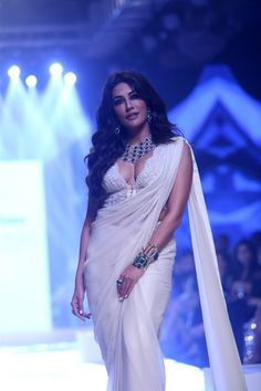 Bollywood Actress Chitrangada Singh Walks the Ramp at Bombay Times Fashion Week Spring / Summer 2019 Bollywood Bikini, Bollywood Actress Hot, Tamil Actress, Hot Actresses, Indian Actresses, Chitrangada Singh, India Beauty, Indian Girls, Actress Photos