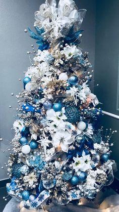 Blue Christmas Tree Decorations, Elegant Christmas Trees, Flocked Christmas Trees, Traditional Christmas Tree, Silver Christmas Tree, Christmas Tree Design, Noel Christmas, Christmas Tree Toppers, Turquoise Christmas