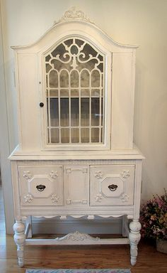 Beautiful White Vintage China Cabinet