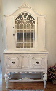 Beautiful White Vintage China Cabinet