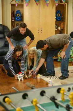 Matthew Perry as Chandler Bing, Courtney Cox as Monica Geller, Lisa Kudrow as Phoebe Buffay, & Matt LeBlanc as Joey Tribbiani - F.R.I.E.N.D.S.