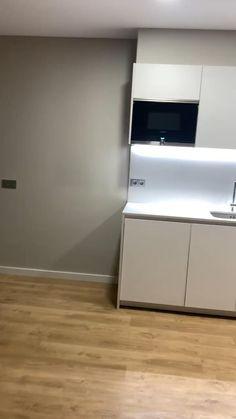 Modern Grey Kitchen, Modern Kitchen Interiors, Home Decor Kitchen, Kitchen Design Open, Luxury Kitchen Design, Interior Design Kitchen, Kitchen Layout Plans, Kitchen Modular, Kitchen Cabinet Styles