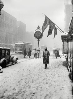 "April 1924. ""Washington snow scenes.""Funny, this doesn't feel much like April.Harris & Ewing Collection"