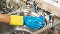 Göra vasken ren.
