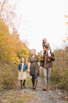 Family Photo Ideas | www.dellaterraphoto.com