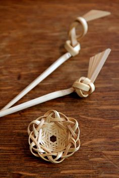 清水貴之さんのブローチとかんざし Takayuki Shimizu's Beppu bamboo ornamental hairpin & brooch ブローチ3,675円 かんざし2,100円 from http://blog.hitofushi.shop-pro.jp/?eid=550281