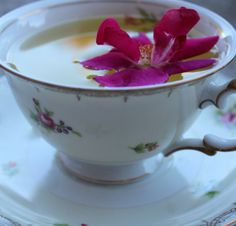 Persian Love Tea Recipe - what a wonderful thing to make with Valentine's Day around the corner! Love Tea Recipe, Yummy Drinks, Healthy Drinks, Tea Recipes, Cooking Recipes, Iranian Food, Loose Leaf Tea, Vintage Tea, High Tea