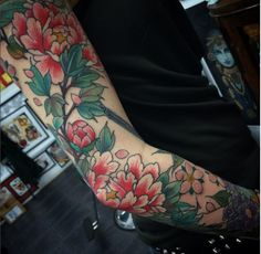 I live in tropical paradise Costa Rica Japanese Peony Tattoo, Latest Tattoos, Peonies Tattoo, Little Tattoos, American Traditional, Future Tattoos, Beautiful Tattoos, Traditional Tattoo, Flower Tattoos