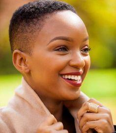Nandi Mngoma coke studio. Chanteuse, Présentatrice Télé, actrice, icône mode sud-africaine.