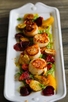 Seared Scallops with Pesto. This dish is a combination of easy recipes & techniques like kale-walnut pesto seared scallops orange segments & potato chips! Coquille St Jacques, Roasted Baby Potatoes, Light Appetizers, Scallop Recipes, Scallop Dishes, Seared Scallops, Easy Meals, Easy Recipes, Healthy Recipes
