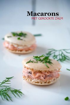 Macarons met gerookte zalm 200 g of icing sugar 110 g finely ground almond powder 30 g of fine caste Macarons met gerookte zalm 200 g of icing sugar 110 g finely ground almond powder 30 g of fine caste nbsp hellip Cheese Appetizers Cheese Appetizers, Appetizer Recipes, Snack Recipes, Cucumber Appetizers, Tapas, I Love Food, Good Food, Yummy Food, Brunch