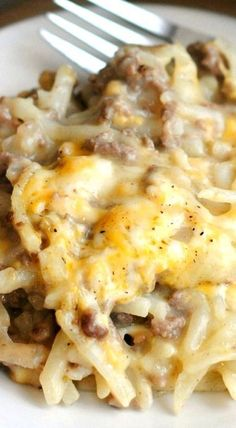 Lower Excess Fat Rooster Recipes That Basically Prime Hashbrown Beef Bake This Recipe Is Comfort Food At Its Finest Its A Freezer-Friendly Dish, Tooand Its Delicious This Makes A Worth, So Youll Have Plenty To Feed A Crowd.Or Tons Of Leftovers Brunch Dishes, Food Dishes, Main Dishes, Side Dishes, Crock Pot Recipes, Easy Hamburger Meat Recipes, Chicken Recipes, Hamburger And Hash Browns Recipe, Keto Chicken