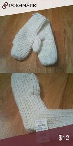 Mittens Ann Taylor mittens. These are very warm! Ann Taylor Accessories Gloves & Mittens