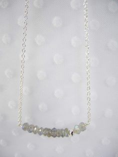 Collier petits bonheurs - labradorites - Fanchon en Mars - douze pierres fines et une perle d'argent... 49€