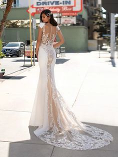 PETERS | Mermaid wedding dress with V-neck | Pronovias Crepe Wedding Dress, Pronovias Wedding Dress, Wedding Dress Trends, Sexy Wedding Dresses, Bridal Dresses, Wedding Gowns, Hollywood Glamour, Vestido Strapless, Princess Cut