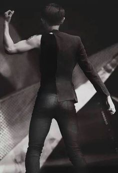 Chanyeol omg! I'm just gonna take a moment to appreciate the beautiful site that is his body...forgive me
