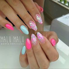 Pretty almond shaped nails | nail art with glitter #Bestsummernails