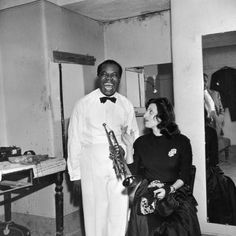 American jazz trumpeter and singer Louis Armstrong with Italian film actress Anna Magnani in Rome. Photo by Slim Aarons/Hulton Archive/Getty Images Golden Age Of Hollywood, Hollywood Stars, Anna Magnani, Slim Aarons, Black And White Frames, Louis Armstrong, Miles Davis, Music Covers, Modern Man