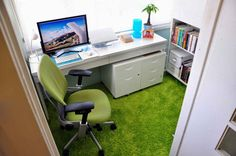 Links to a series of home office shots. Pinning it for for the bright carpet with fresh white. Nice for a small space.