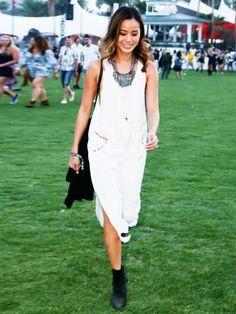 Zum Verlieben: Das weiße Ibiza-Kleid aus Lochspitze.