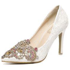 Zapatos de tacón decorados con piedras